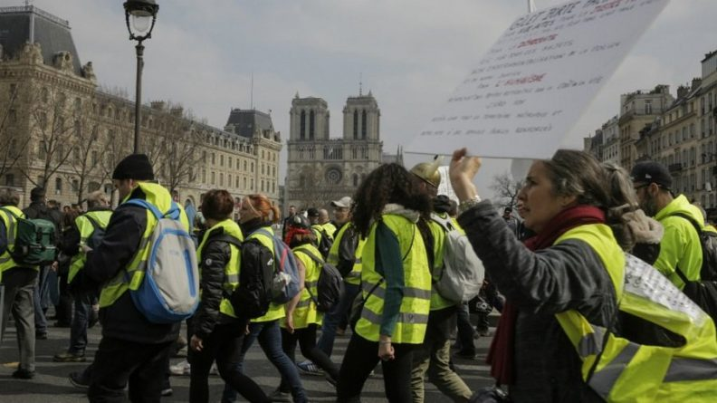 Watch Yellow Vests Protesters Rally in Paris for Act XXIII