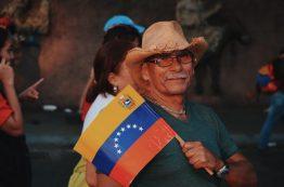 Chavistas near Miraflores at the end of Maduro's speech