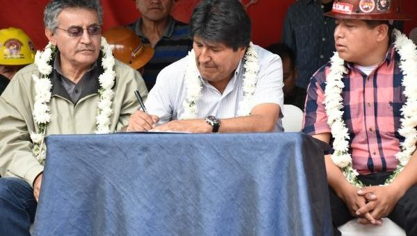 Evo Morales Implements Wage Raises, Freezes His Own