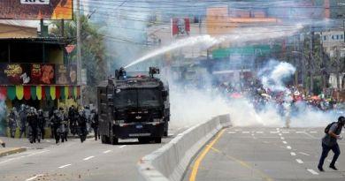 Honduran Police Repress Protesters Amid National Teacher, Doctor Strike