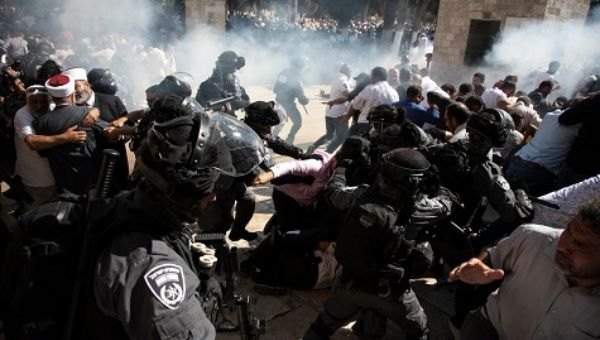 Israeli Police Attacked Muslim Palestinians on 1st Day of Eid