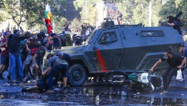 Chile: TV Broadcast Live When Two Armored Cars Crushed a Protester