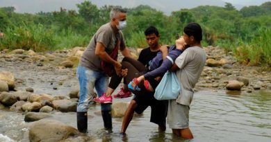 Venezuela Supports Venezuelans Stranded at the Colombian Border (Covid-19 Crisis in Colombia)