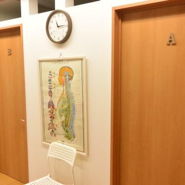 着替え室の出口が施術室になっています。