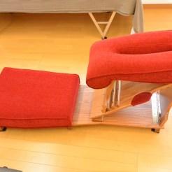 ニーチェストテーブルです。主に背中や腰の施術に使用します。