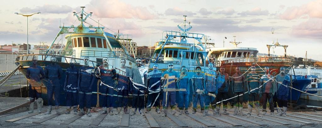 Liu Bolin, Migrants, 2015 - Courtesy Boxart, Verona