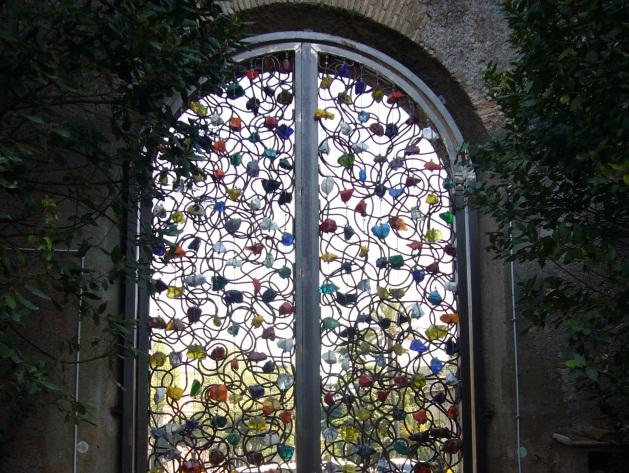 Orto Santa Croce in Gerusalemme - cancello di Jannis Kounellis (da http://www.turismoroma.it)