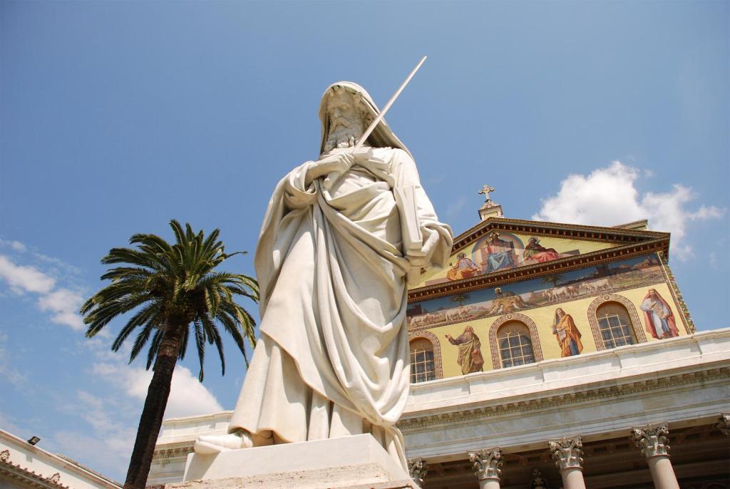 San Paolo fuori le Mura - atrio (da www.visitlazio.com)