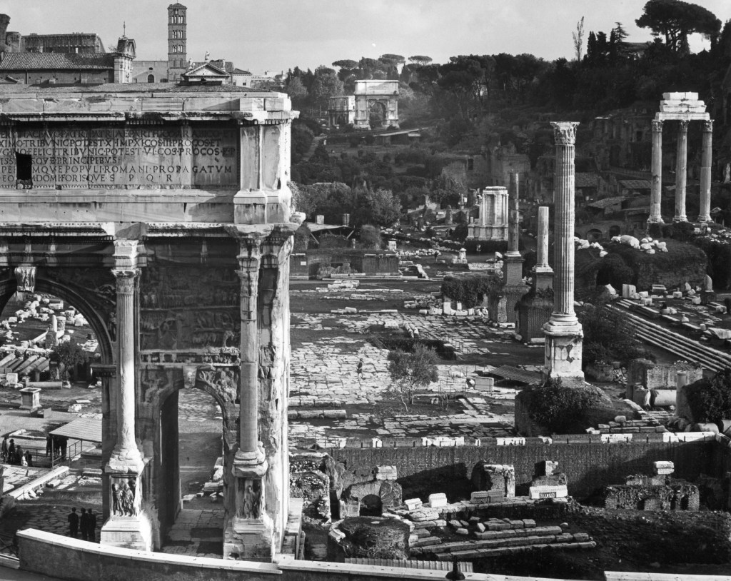 Edwin Smith, Roman Forum, with the Arch of Septimus Severus in the foreground