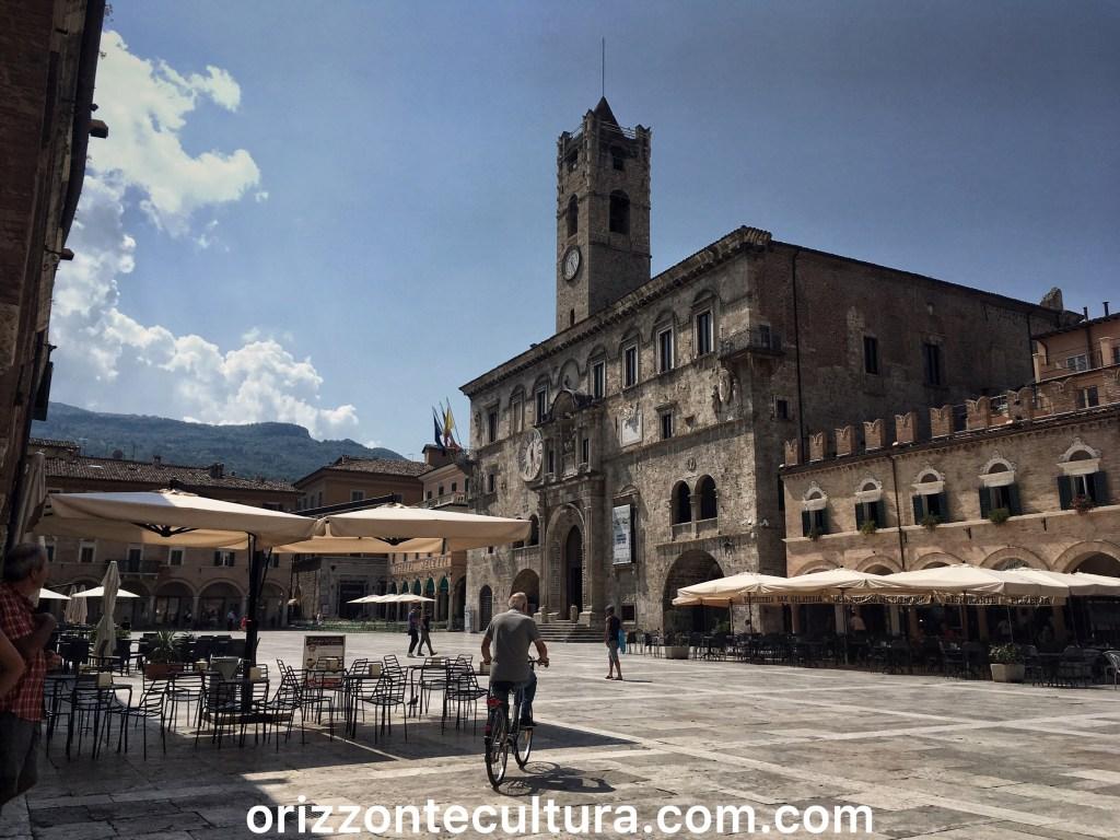 Piazza del Popolo Ascoli Piceno cosa vedere arte enogastronomia