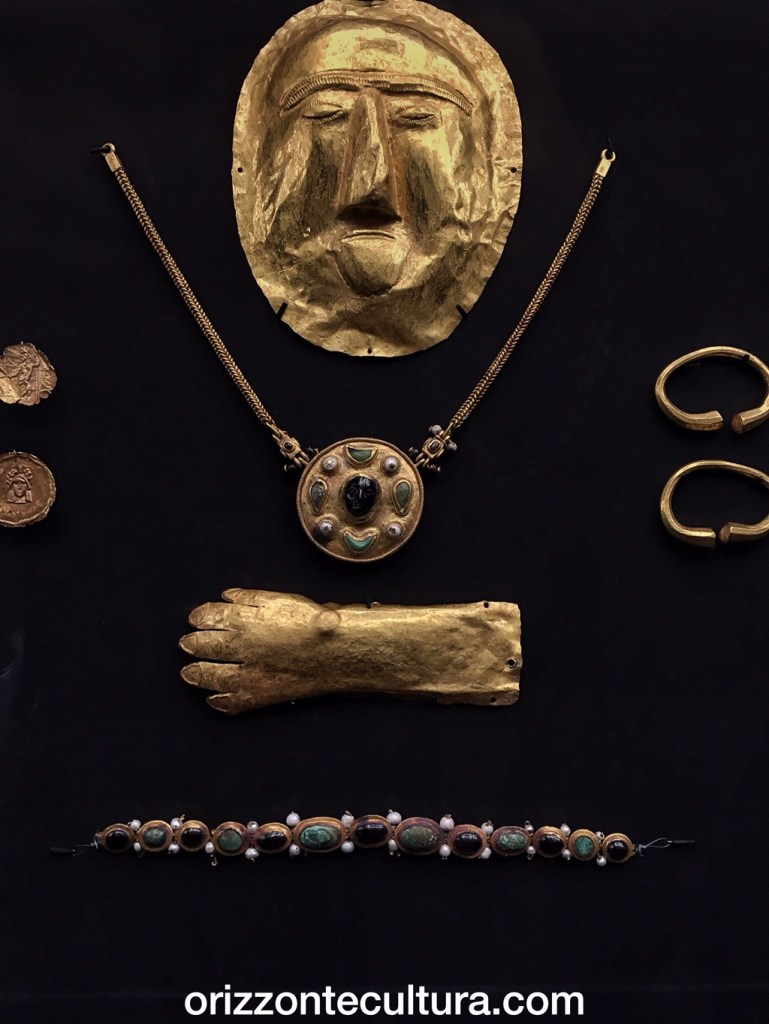 Maschera funeraia in oro da Thaj, Tell al-Zayer Museo Nazionale, Riad
