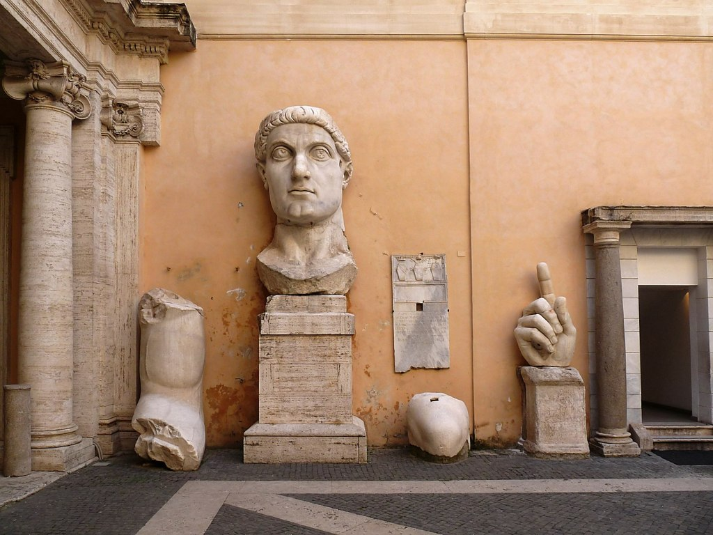 Parti della statua colossale di Costantino I, Musei Capitolini a Roma