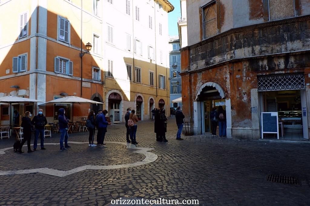 In fila per i dolci della Pasticceria Boccione, Ghetto Roma