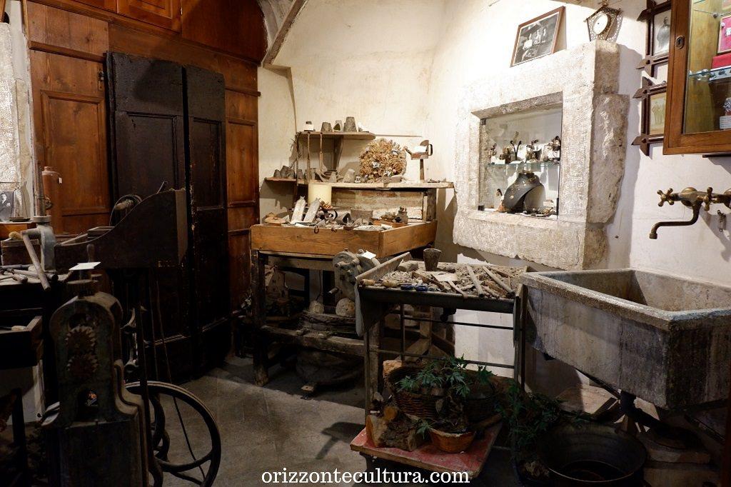 Interno della gioielleria Di Rienzo, Scanno cosa visitare borghi Italia