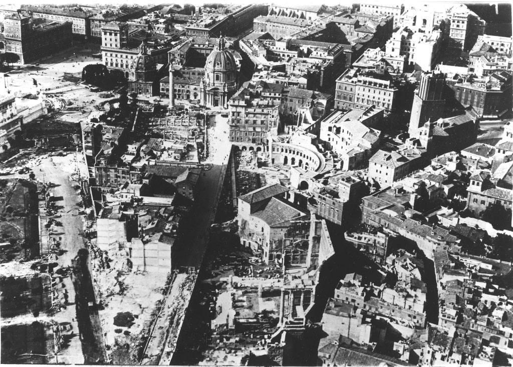 veduta aerea Fori Imperiali in demolizione 1932