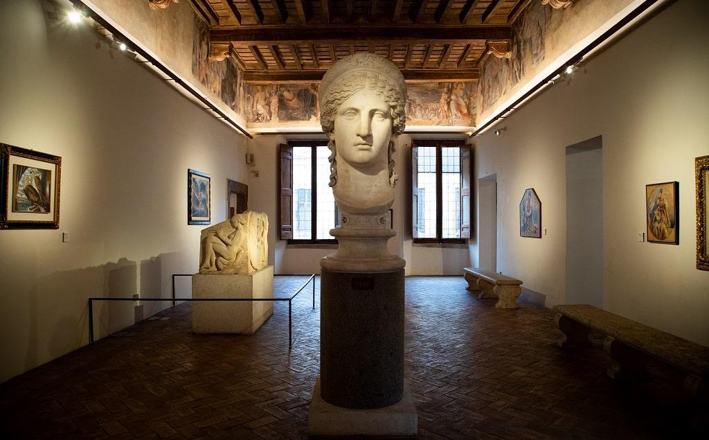 Uno scorcio della mostra a Palazzo Altemps, Savinio, Incanto e mito, ph Studiozabalik