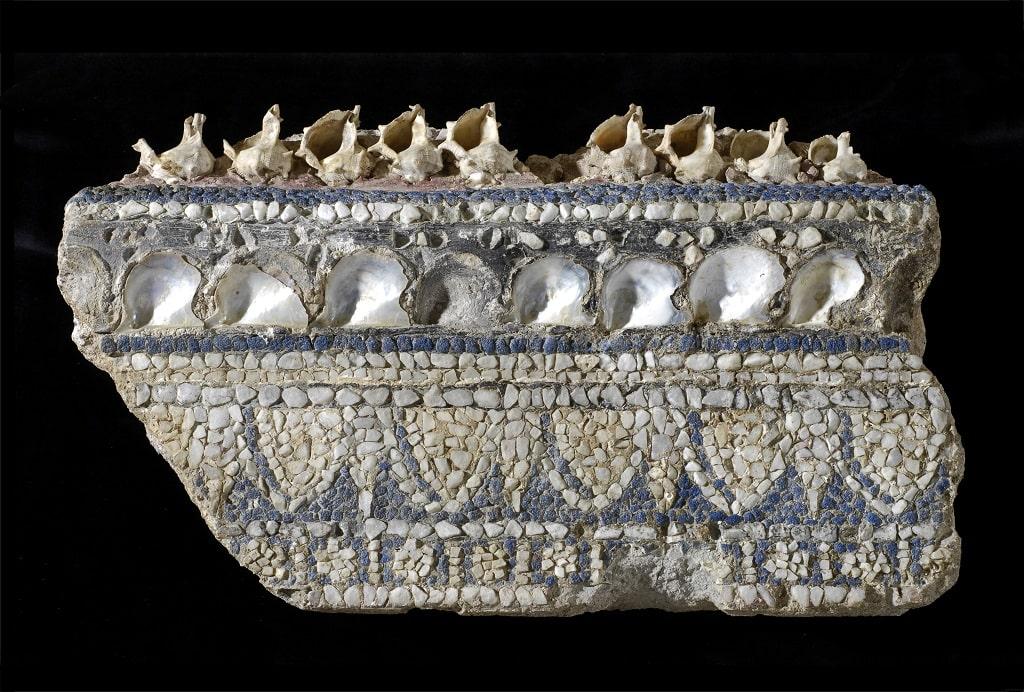 Cornice di mosaico parietale con conchiglie, colori dei romani Centrale Montemartini
