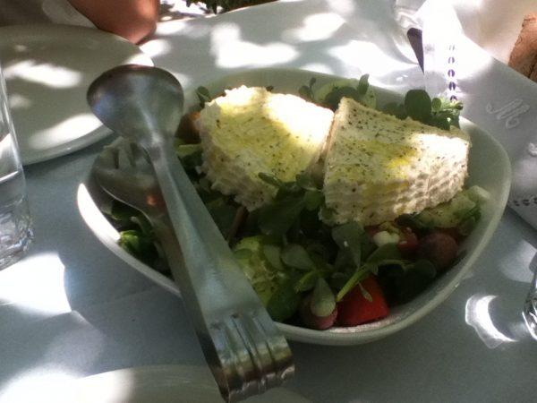 Mangiare a Naxos: insalata greca, a Koronos