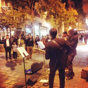 sabato a Gerusalemme, di sera, con gli artisti di strada