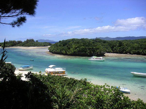 Kabira bay, Ishigaki (da Wikimedia commons)