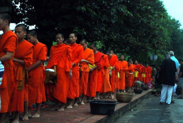 Tak bat, Luang Prabang