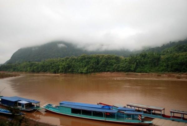 barche sul Nam Ou a Muang Ngoi (foto di Patrick Colgan, 2014)