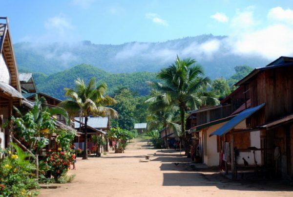 Il villaggio lungo il fiume Nam Ou