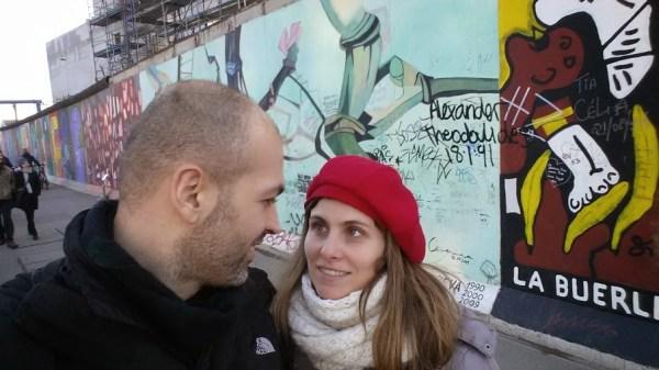 Io e Letizia davanti al muro