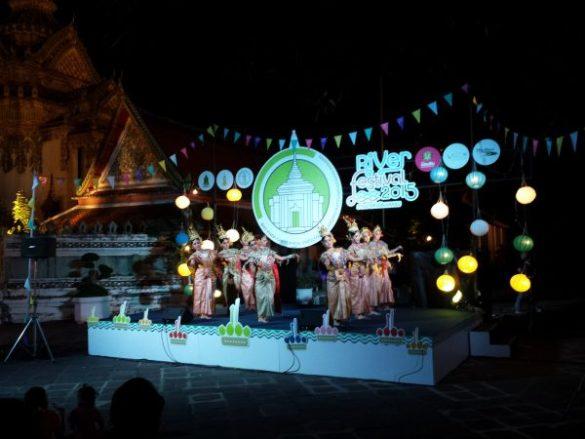 Danze tradizionali al Bangkok river festival