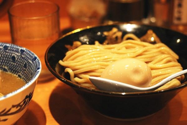 Dove mangiare ramen a Tokyo: Rokurinsha. Il piato è l'Ajitama tsukemen