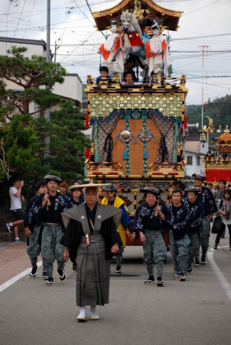 Hachiman matsuri di Takayama, la processione diurna