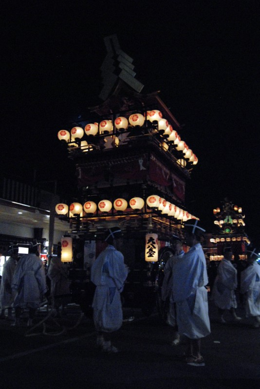 A float with lanterns for the night procession in Takayama (photo by Patrick Colgan, 2016)