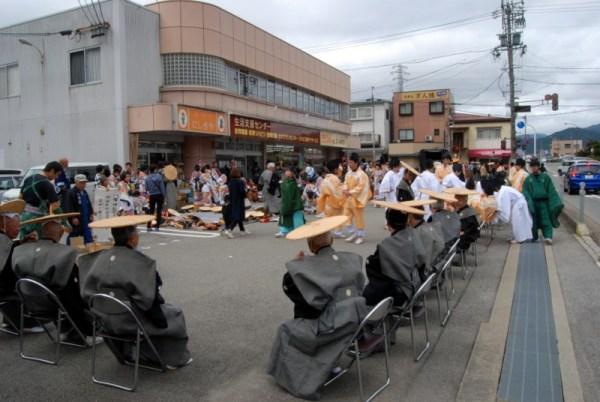 Takayama matsuri, la pausa della processione