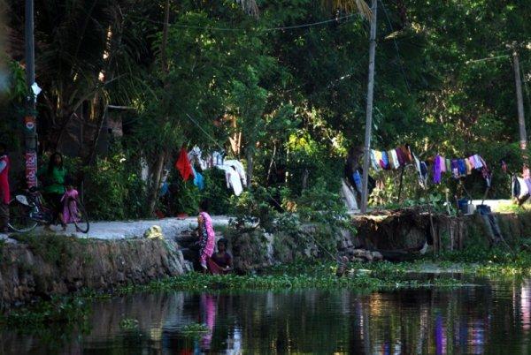 La vita lungo un canale, Kerala