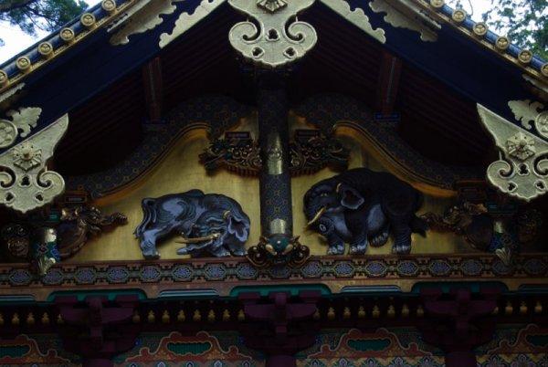 Nikko: chi ha intagliato questi elefanti non ne ha mai visti di veri, sicuramente