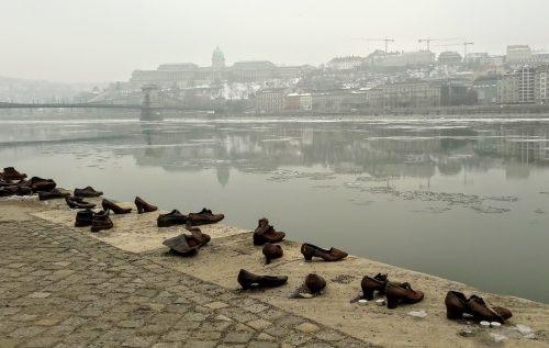 Il memoriale dell'Olocausto lungo il Danubio