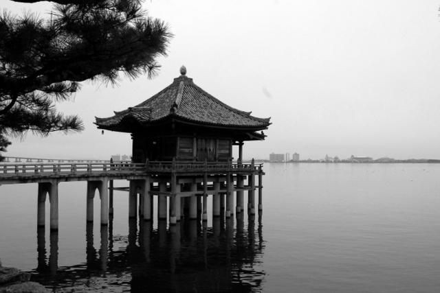 Il Mangetsu-ji (Ukimido) sul lago Biwa