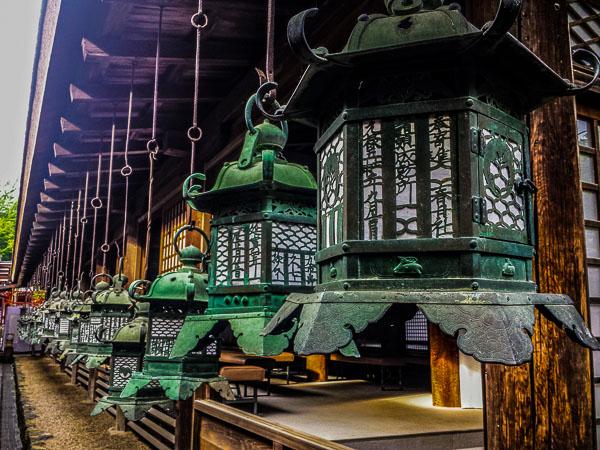Visitare Nara: le lanterne del Kasuga Taisha