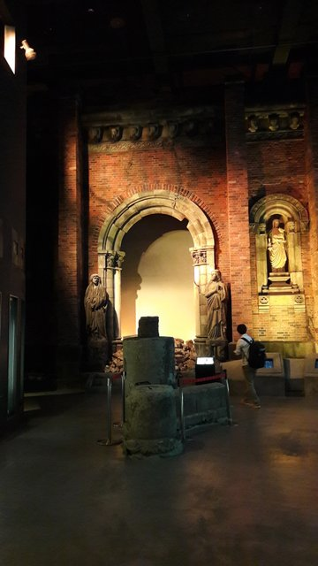 I resti, in parte ricostruiti, della cattedrale all'interno del museo