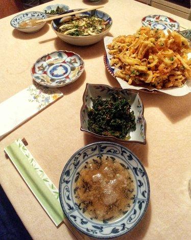 La cena in casa, meravigliosa. Tempura mista, verdure dell'orto, tonno marinato