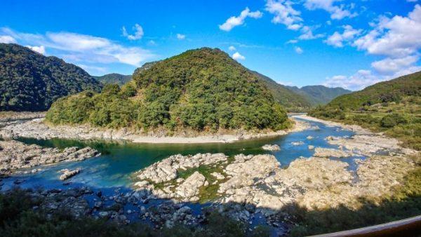 Un'ansa del fiume ShimantoUn'ansa del fiume Shimanto