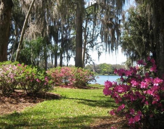 Best Parks in Orlando - Kraft Azalea Garden - Winter Park Activities
