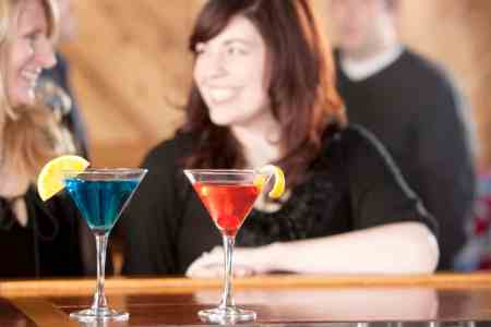 Happy hour deals Orlando: image of two women with happy hour martinis