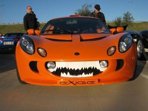 orange-supercar-duo-goes-trick-or-treating-with-halloween-pumpkin-look_5