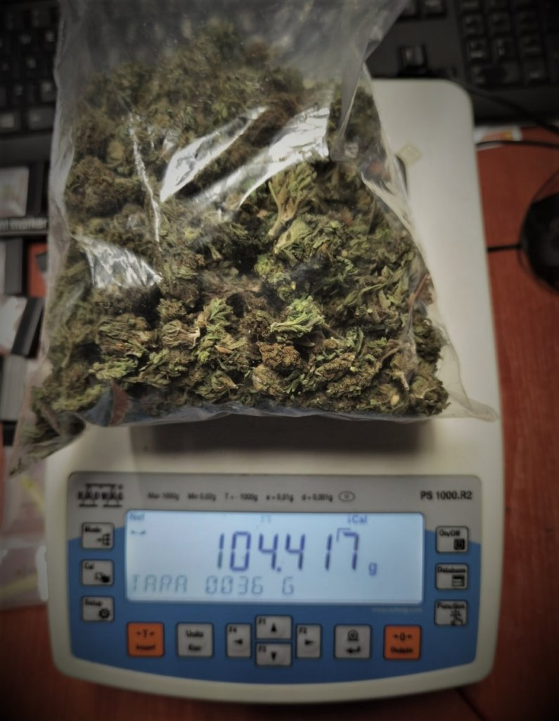 foto: część przejętej przez policjantów marihuany
