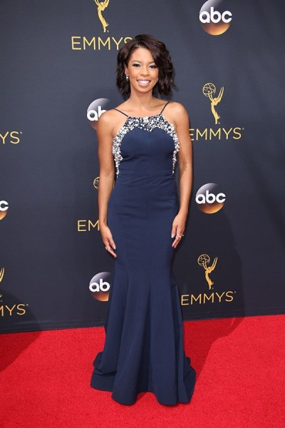 primetime-emmy-awards-2016-alfombra-roja-angel-parker