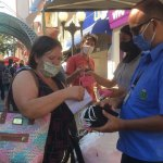 Na reabertura do comércio, prefeitura orientou lojista, distribuiu máscaras e álcool em gel a população