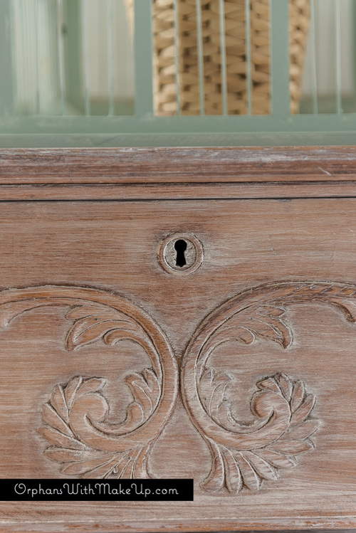 How To Whitewash Furniture Orphans With Makeup