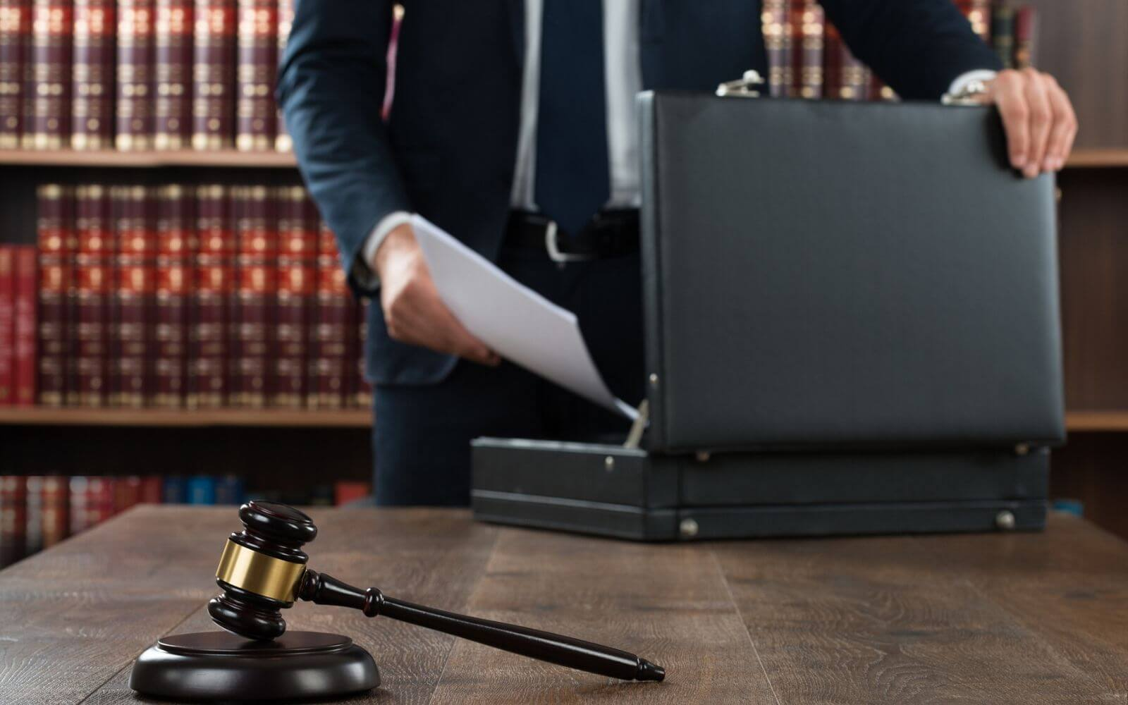 Top Benefits of Hiring the Right Criminal Defense Attorney