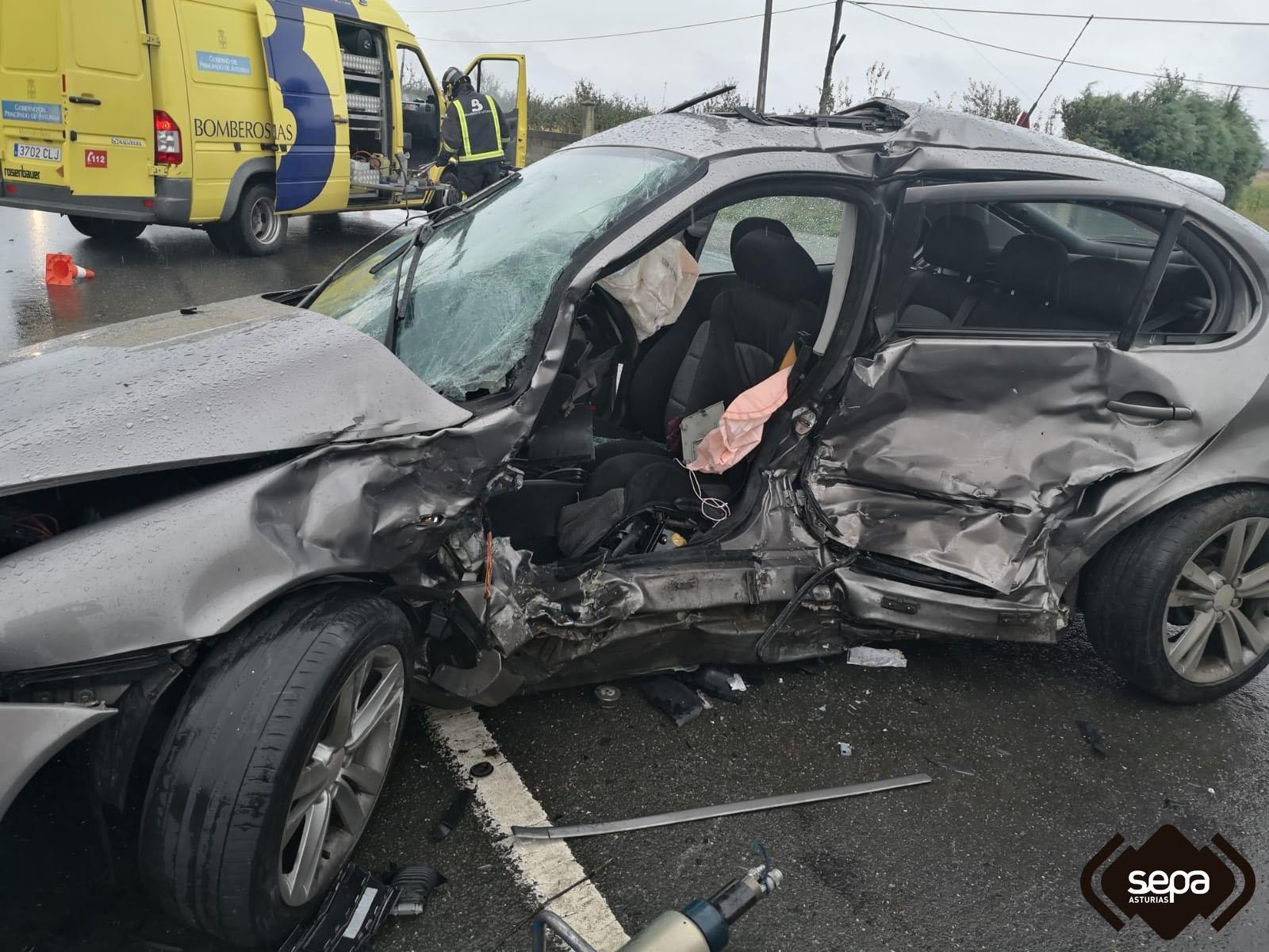 Herido grave en un accidente de tráfico ocurrido en Villuir (Valdés)